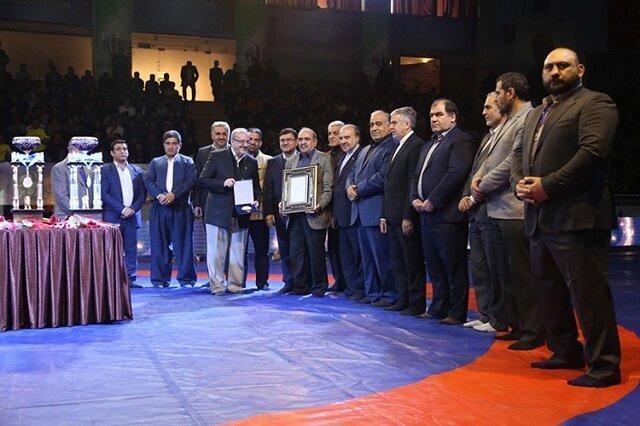 در مسابقات بین المللی کشتی آزاد جام تختی در کرمانشاه از بانک پاسارگاد تقدیر شد