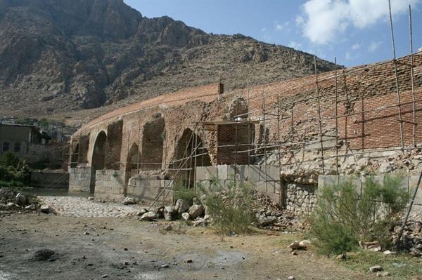 مرمت پل های صفوی و خسرو بیستون در حال اجرا است